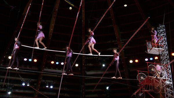 Акробаты в цирке, архивное фото - Sputnik Таджикистан