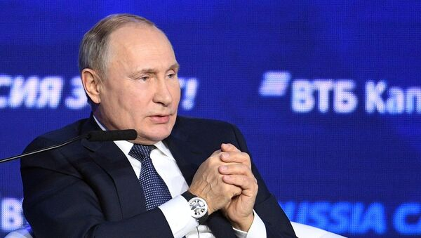Президент РФ В. Путин посетил 11-й Инвестиционный форум ВТБ Капитал Россия зовет! - Sputnik Тоҷикистон