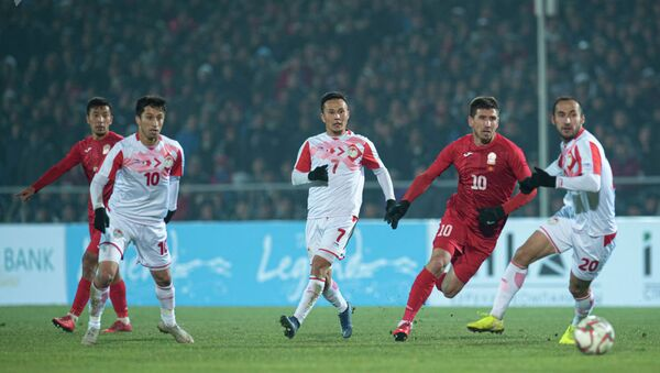 19 ноября на стадионе имени Долона Омурзакова играли сборные по футболу Кыргызстана и Таджикистана  - Sputnik Таджикистан