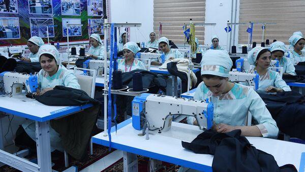 Швейная фабрика по пошиву военной одежды - Sputnik Тоҷикистон