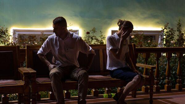 Молодая пара выясняет отношения - Sputnik Тоҷикистон