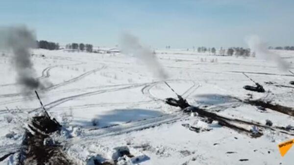 Минобороны России показало испытания гигантских пушек Малка - видео - Sputnik Таджикистан