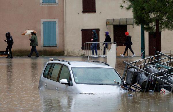 Последствия наводнения в Ле-Мюи, Франция  - Sputnik Таджикистан