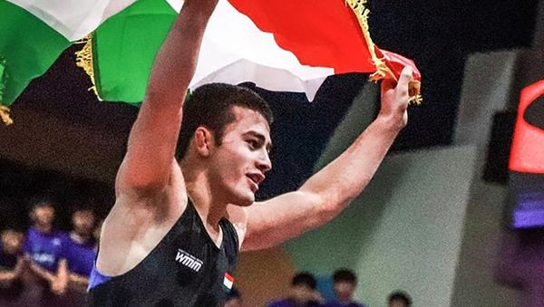 Ислам Толибов завоевал золотую медаль в борьбе среди юниоров - Sputnik Таджикистан