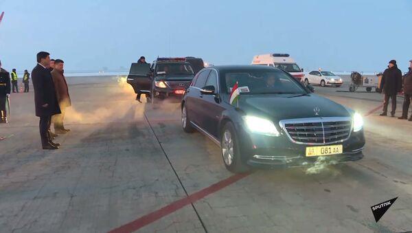 Бронированные авто — на чем ездят в Бишкеке главы стран ОДКБ. Видео - YouTube - Sputnik Тоҷикистон
