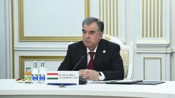 Президент Таджикистана Эмомали Рахмон на заседании Совета коллективной безопасности ОДКБ  - Sputnik Таджикистан