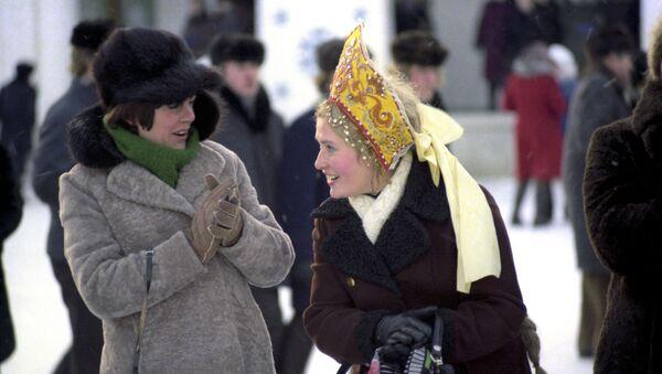 Посетители на празднике Русская зима, Суздаль, 1977 год - Sputnik Тоҷикистон