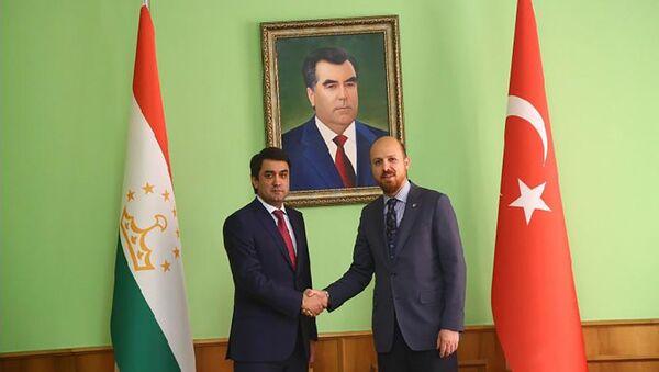 Мэр Душанбе Рустам Эмомали встретился с председателем Всемирной конфедерации этноспорта Билалом Эрдоганом - Sputnik Таджикистан