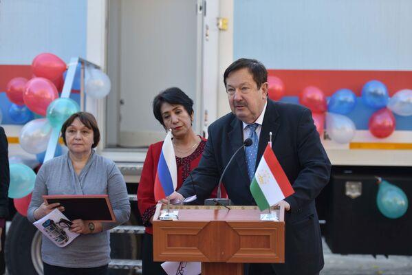 Церемония безвозмездной передачи Республике Таджикистан российской мобильной клиники на базе автомобиля КАМАЗ - Sputnik Таджикистан