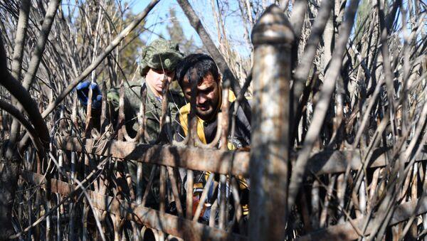 Субботник на кладбище - Sputnik Таджикистан