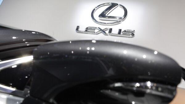 Lexus во время Московского международного автомобильного салона - Sputnik Тоҷикистон