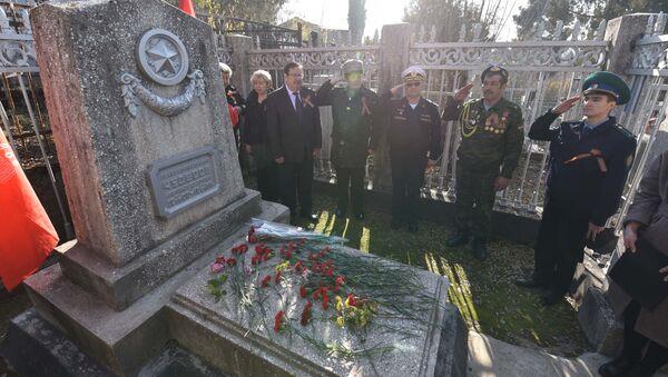 В Душанбе прошел митинг, посвященный 78-летию контрнаступления под Москвой - Sputnik Таджикистан