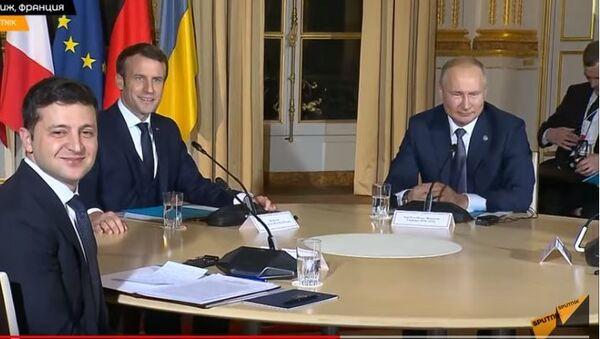 Путин подсказал Зеленскому, куда повернуться для совместного фото - Sputnik Тоҷикистон