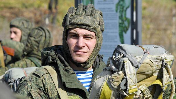 Учения гвардейской десантно-штурмовой бригады в Приморье  - Sputnik Таджикистан