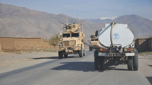 Бронетранспортер НАТО на трассе Кабул-Баграм - Sputnik Тоҷикистон