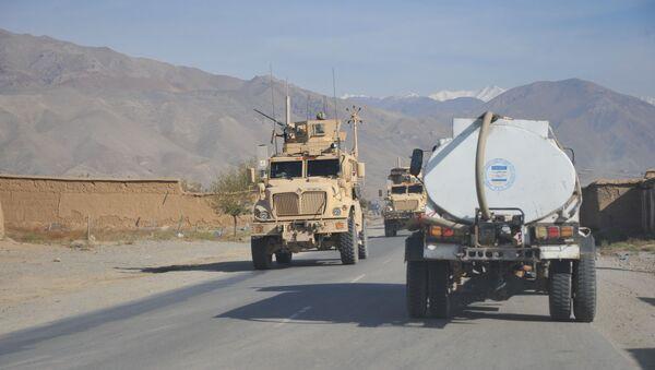 Бронетранспортер НАТО на трассе Кабул-Баграм - Sputnik Таджикистан