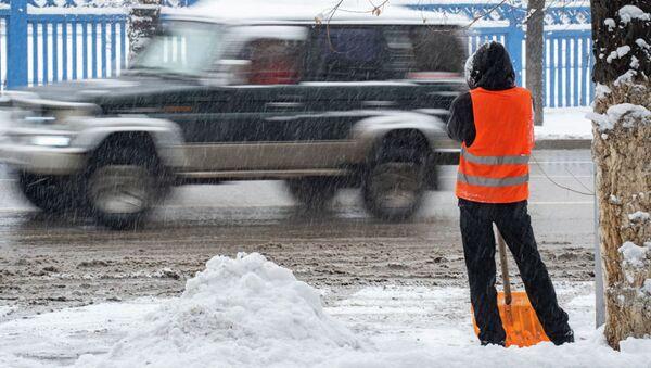 Уборка снега в Алматы после сильного снегопада - Sputnik Таджикистан