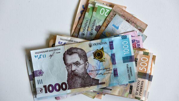 Украинские гривны различного номинала  - Sputnik Таджикистан