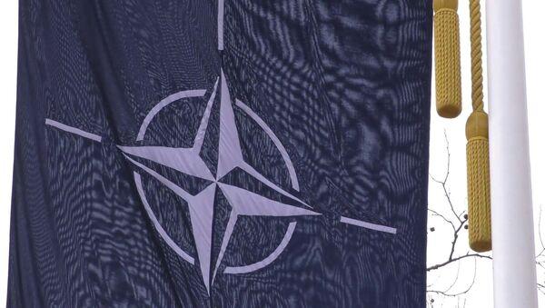 Барҳамхӯрии НАТО: оё Иттиҳоди Аврупо метавонад ваҳдатро нигоҳ дорад - YouTube - Sputnik Тоҷикистон