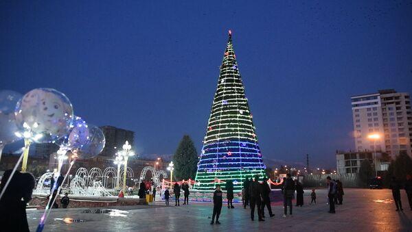 Праздничный Душанбе: столица Таджикистана уже украшена к Новому году - YouTube - Sputnik Тоҷикистон