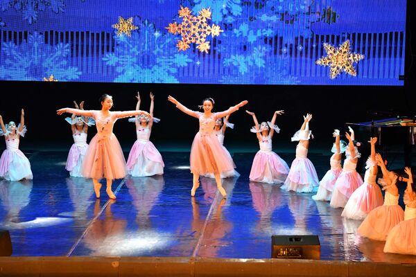 Балетное выступление на новогоднем концерте в Душанбе - Sputnik Таджикистан