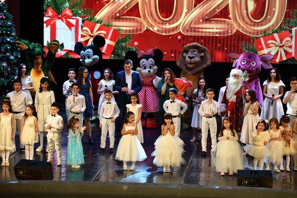 Новогодний концерт в Театре оперы и балета - Sputnik Таджикистан
