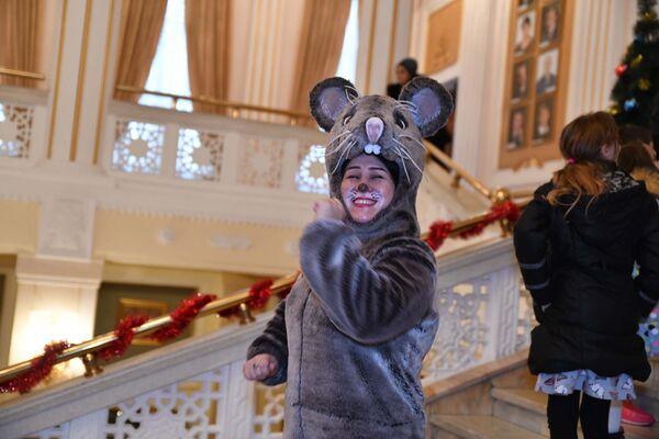 Символ будущего года на новогоднем концерте в Душанбе - Sputnik Таджикистан
