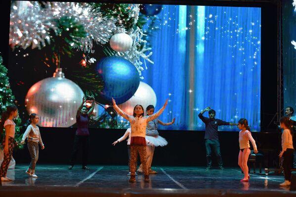 Выступление детских коллективов на новогоднем концерте в Душанбе - Sputnik Таджикистан