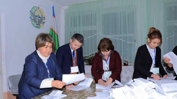 Подсчет голосов на парламентских выборах в Узбекистане - Sputnik Тоҷикистон