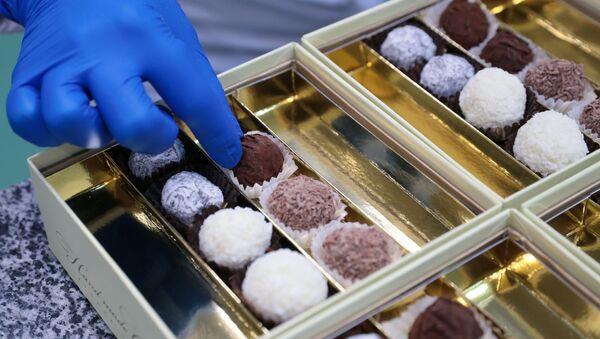 Производство шоколадных конфет - Sputnik Таджикистан
