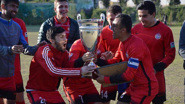 Таджкиские футболисты ликуют победе, архивное фото - Sputnik Таджикистан