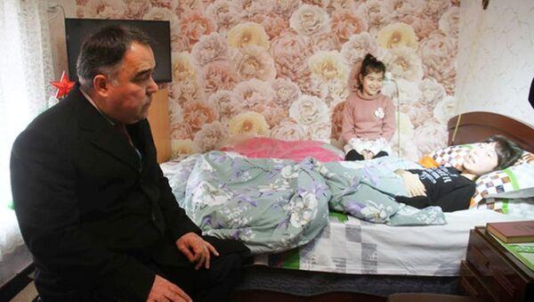 Раҷаббой Аҳмадзода ба аёдати Аниса Насимзода рафт - Sputnik Тоҷикистон