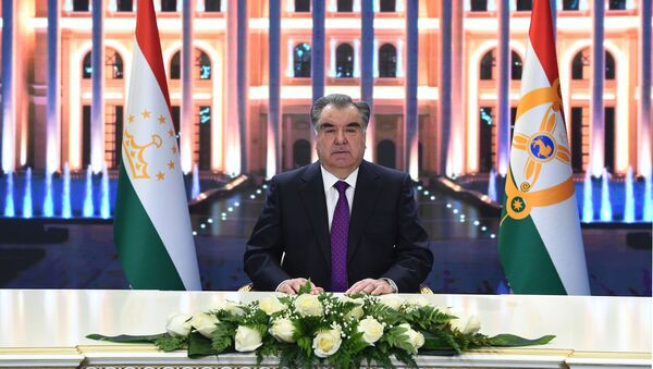 Рахмон поздравил граждан Таджикистана с Новым год - видео - Sputnik Таджикистан