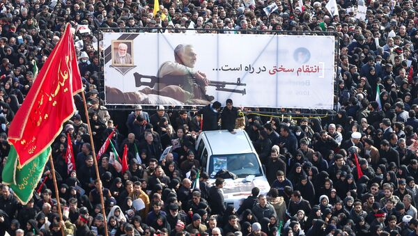Траурное шествие по случаю прощания с иранским генералом Касемом Сулеймани, убитым во время авиаудара в Багдаде - Sputnik Таджикистан