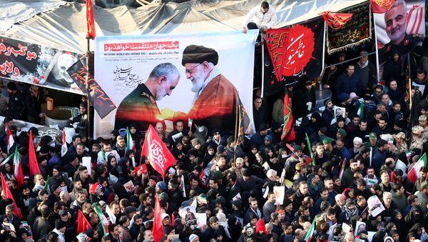Траурное шествие по случаю прощания с иранским генералом Касемом Сулеймани, убитым во время авиаудара в Багдаде - Sputnik Тоҷикистон