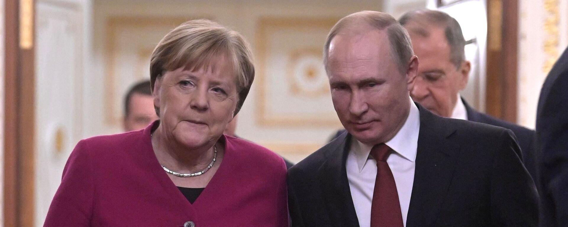 Президент РФ Владимир Путин и федеральный канцлер Германии Ангела Меркель - Sputnik Таджикистан, 1920, 12.07.2021