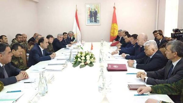 Представители Таджикистана и Кыргызстана проводят переговоры по ситуации на границе - Sputnik Таджикистан