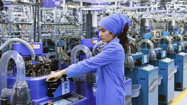 Предприятие Вахдат по производству носков в Таджикистане  - Sputnik Таджикистан