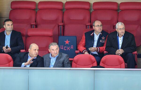 Руководитель Федеральной налоговой службы Михаил Мишустин на трибуне во время матча  - Sputnik Таджикистан