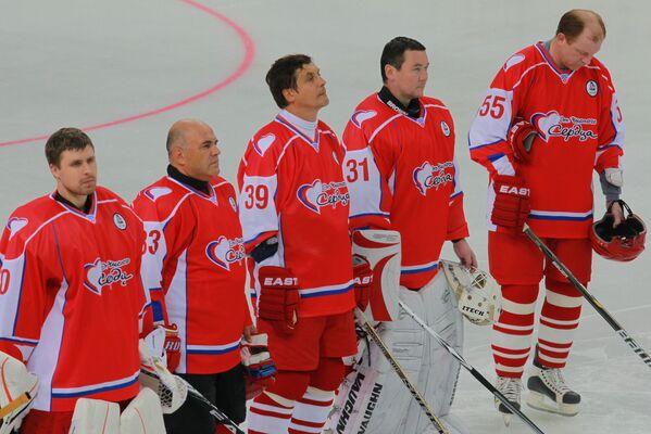 Руководитель Федеральной налоговой службы РФ Михаил Мишустин в хоккейном матче  - Sputnik Таджикистан