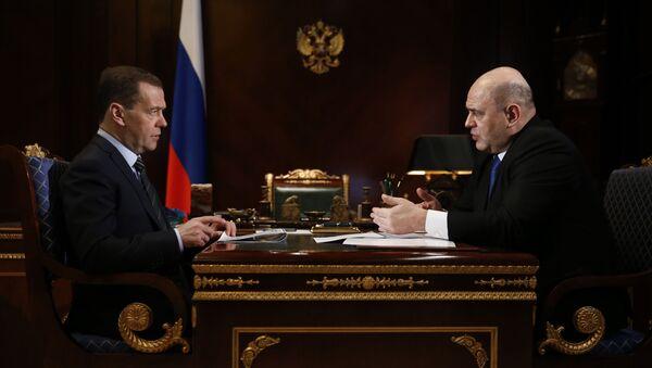Встреча премьер-министра РФ Медведева с главой ФНС Мишустиным. 2018 год - Sputnik Таджикистан
