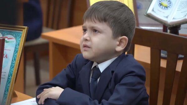 Рахмон поможет вылечить 10-летнего школьника из Таджикистана - Sputnik Тоҷикистон