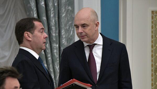 Дмитрий Медведев и Антон Силуанов - Sputnik Таджикистан