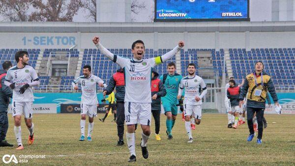 Футбольный матч между Истиклолом (Таджикистан) и Локомотивом (Узбекистан) - Sputnik Таджикистан