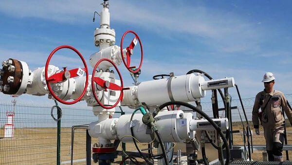 Нефтеперегонный завод, архивное фото - Sputnik Таджикистан