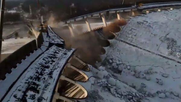 Обрушение спорткомплекса в Санкт-Петербурге - YouTube - Sputnik Таджикистан