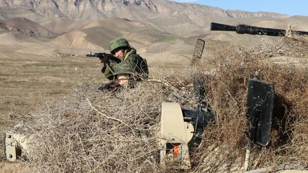 Учения мотострелков 201-й РВБ на полигоне Ляур - Sputnik Таджикистан