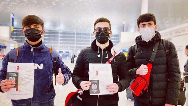 Таджикские студенты из города Ухань КНР, уезжают на родину - Sputnik Тоҷикистон