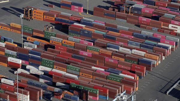 Грузовые контейнеры, архивное фото - Sputnik Таджикистан