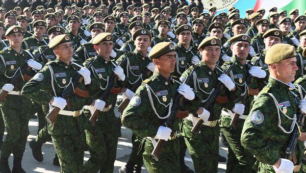 Солдаты вооруженных сил Таджикистана на праздничном параде, архивное фото - Sputnik Таджикистан
